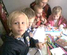 Під час занять з малювання у Недільнійшколі при парафії Свято-Миколаївської церкви