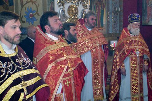 Благочинний Києво-Святошинського округу привітав клір та паству зі святом Світлого Христового Воскресіння