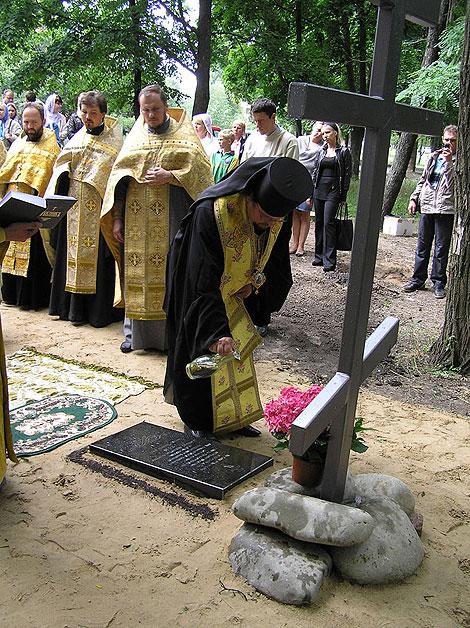 Єпископ Макарівський Іларій освятив наріжний камінь на місці майбутнього храму в ім'я Тихвінської ікони Пресвятої Богородиці, що будується у м. Боярка