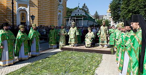 В День П'ятидесятниці Предстоятель УПЦ звершив Божественну літургію у Києво-Печерській Лаврі