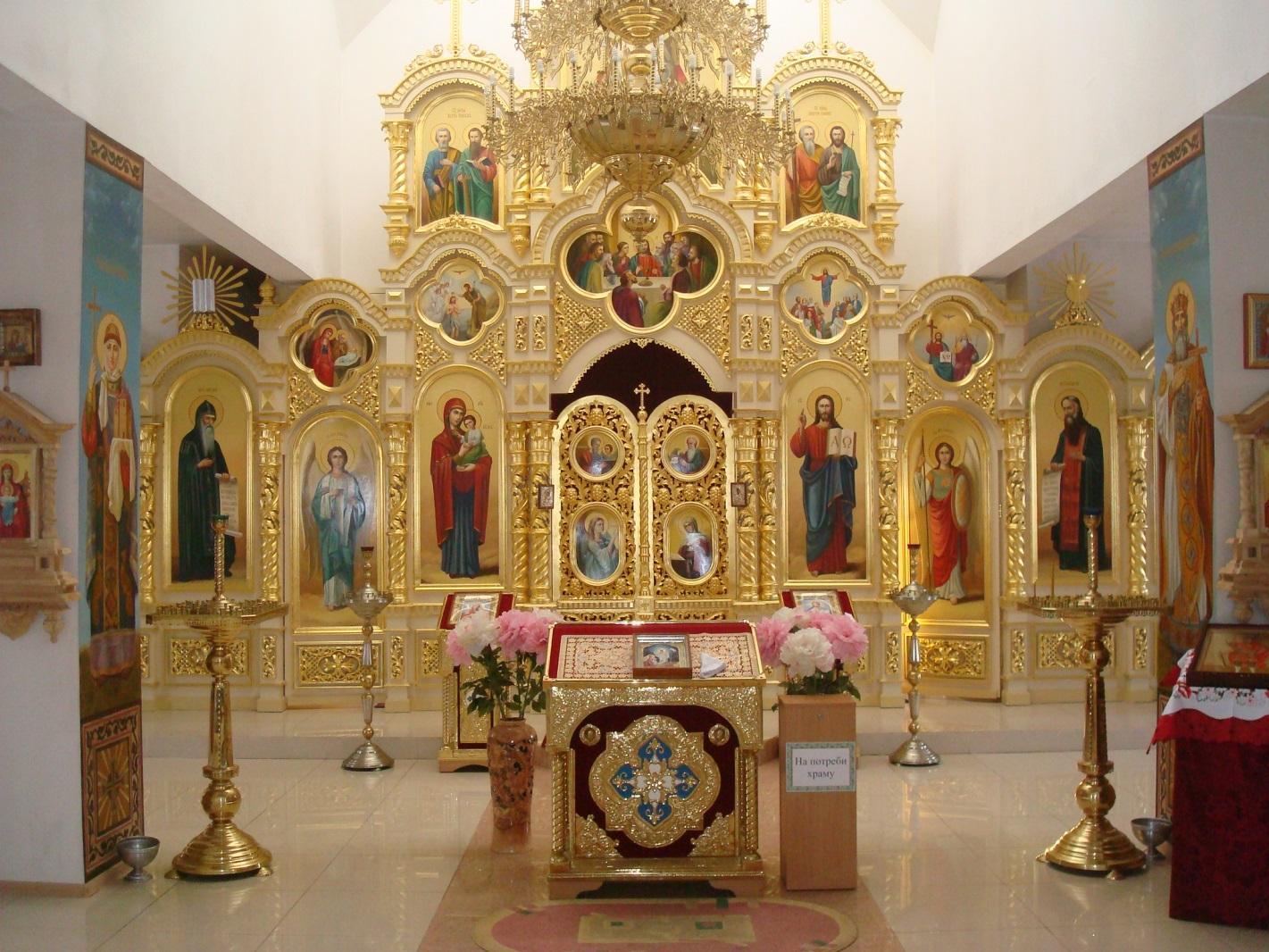 Храм на честь святого великомученика Димитрія Солунського внутрішнє убранство